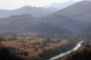 Die Komatirivier vanaf die bergpad in Songimvelo
